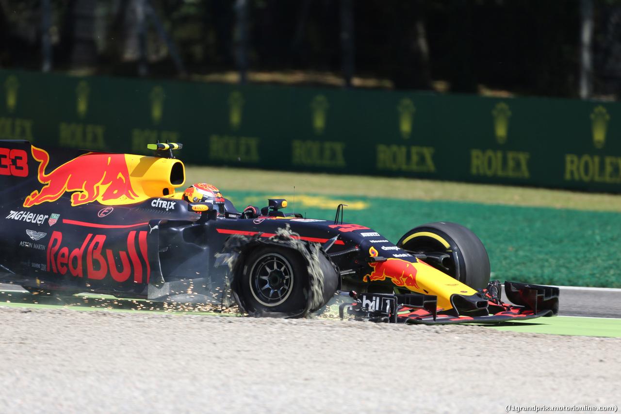 GP ITALIA, 03.09.2017- Gara, Max Verstappen (NED) Red Bull Racing RB13 with broken tire