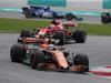 GP MALESIA, 01.10.2017 - Gara, Fernando Alonso (ESP) McLaren MCL32 davanti a Sebastian Vettel (GER) Ferrari SF70H