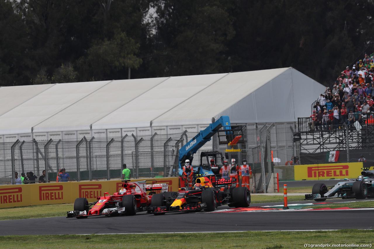 GP MESSICO, 29.10.2017 - Start of the race, Sebastian Vettel (GER) Ferrari SF70H e Max Verstappen (NED) Red Bull Racing RB13