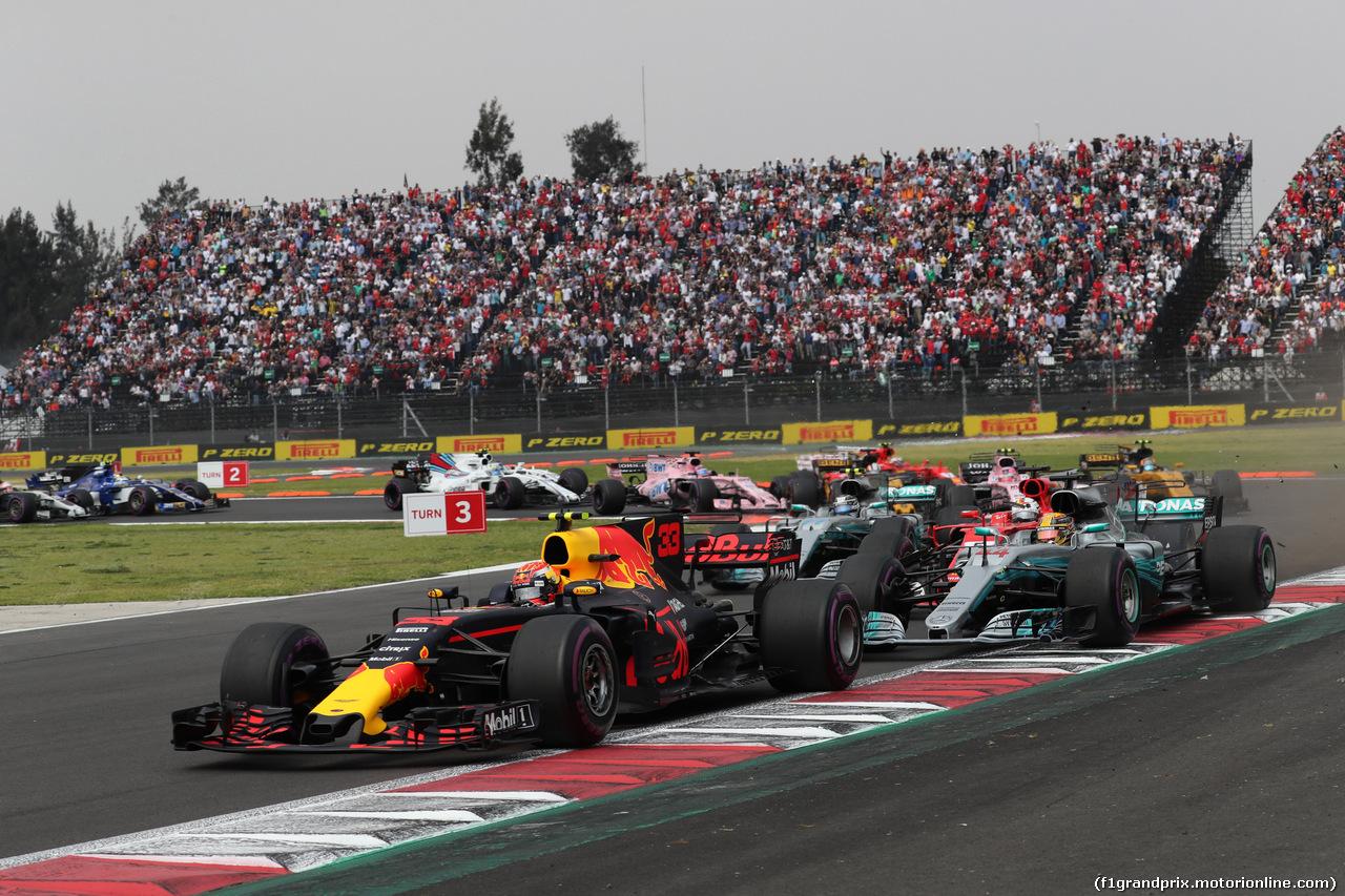 GP MESSICO, 29.10.2017 - Gara, Max Verstappen (NED) Red Bull Racing RB13 e Lewis Hamilton (GBR) Mercedes AMG F1 W08
