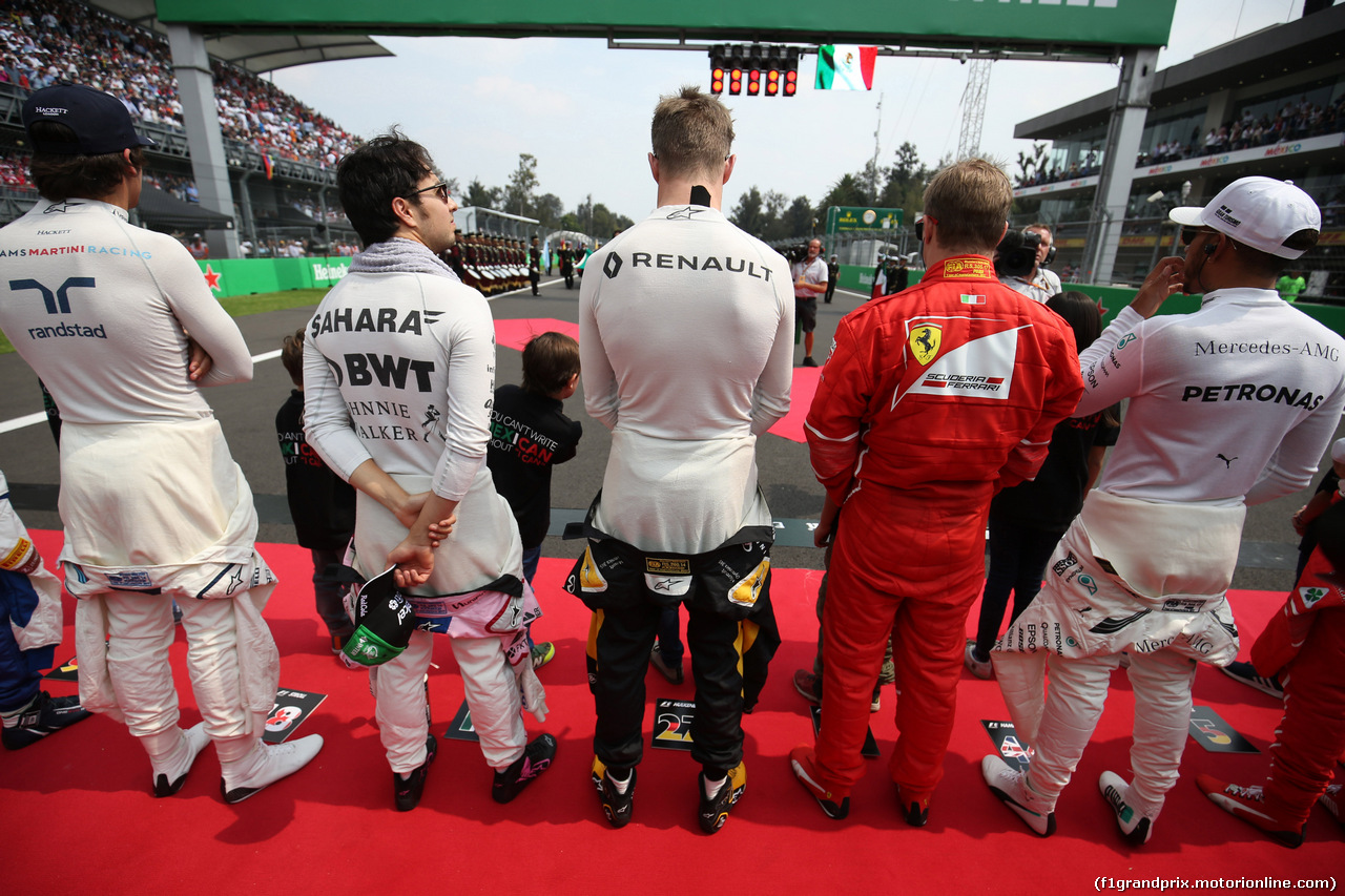 GP MESSICO, 29.10.2017 - Gara, The drives observe the national anthem