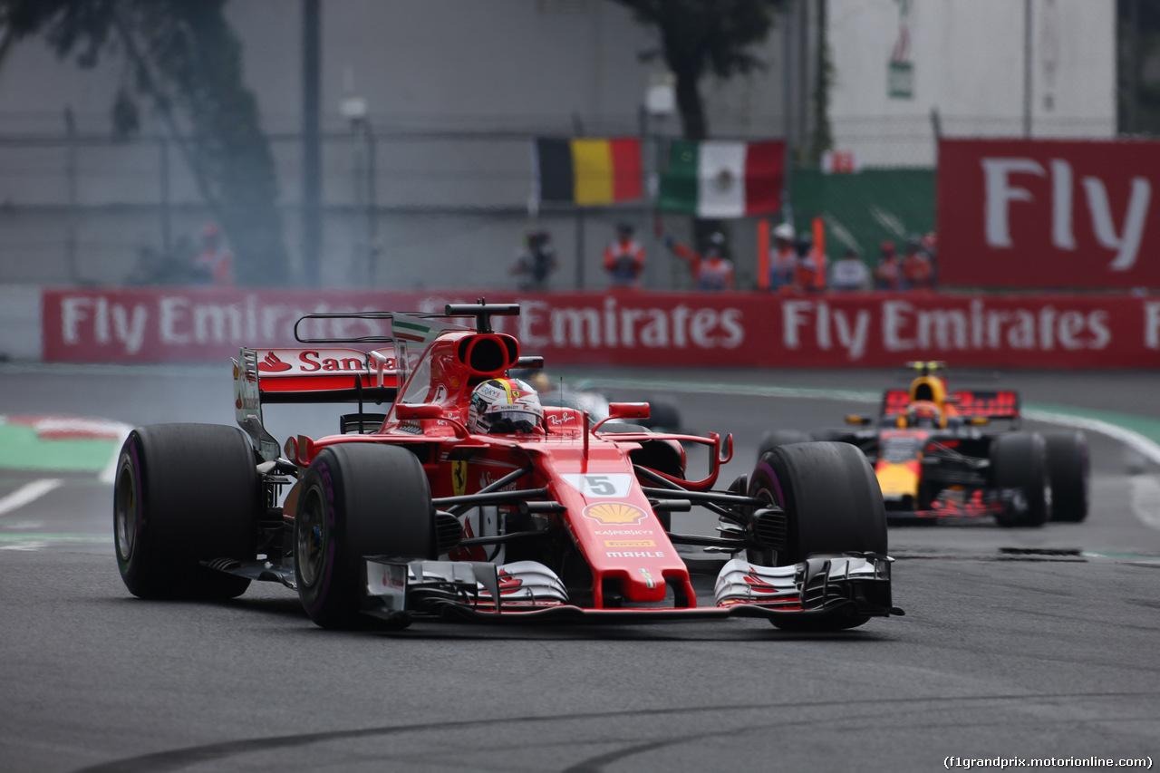GP MESSICO, 29.10.2017 - Gara, Sebastian Vettel (GER) Ferrari SF70H e Max Verstappen (NED) Red Bull Racing RB13