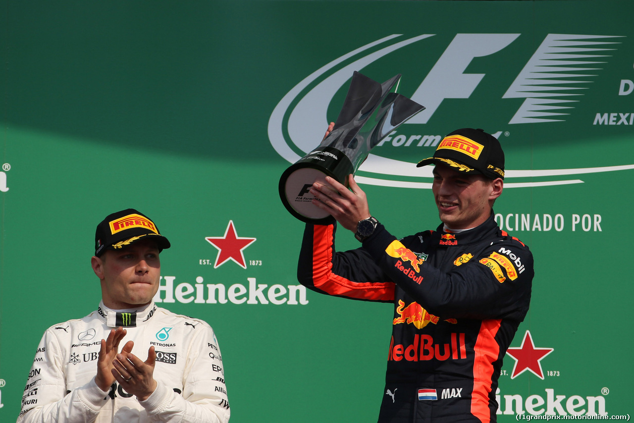 GP MESSICO, 29.10.2017 - Gara, 2nd place Valtteri Bottas (FIN) Mercedes AMG F1 W08 e Max Verstappen (NED) Red Bull Racing RB13 vincitore