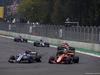 GP MESSICO, 29.10.2017 - Gara, Marcus Ericsson (SUE) Sauber C36 e Stoffel Vandoorne (BEL) McLaren MCL32