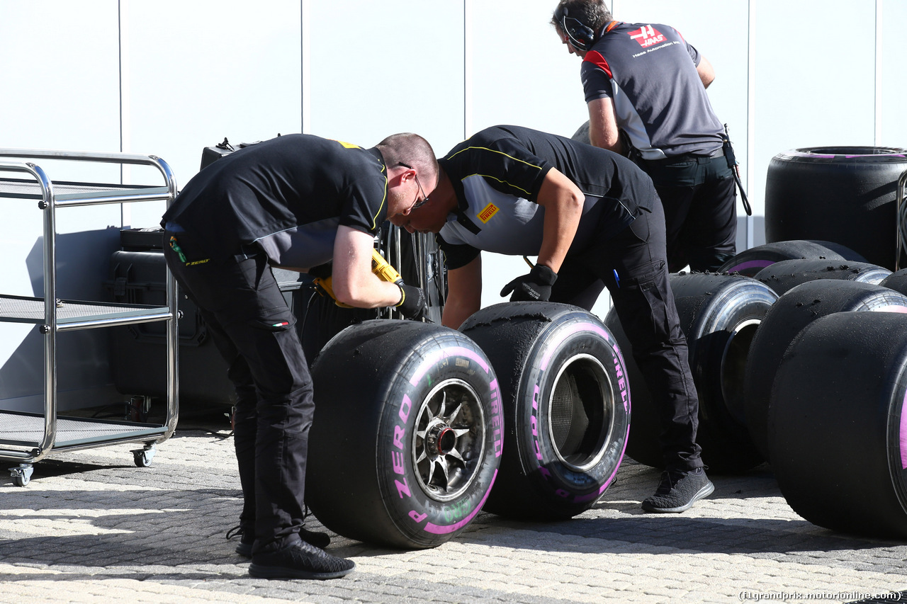 Spagna, super Mercedes!. Le Ferrari a un secondo