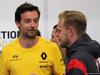 GP SINGAPORE, 17.09.2017 - Jolyon Palmer (GBR) Renault Sport F1 Team RS17 e Kevin Magnussen (DEN) Haas F1 Team VF-17