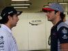 GP SINGAPORE, 17.09.2017 - Sergio Perez (MEX) Sahara Force India F1 VJM010 e Carlos Sainz Jr (ESP) Scuderia Toro Rosso STR12