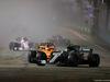 GP SINGAPORE, 17.09.2017 - Gara, Valtteri Bottas (FIN) Mercedes AMG F1 W08 e Stoffel Vandoorne (BEL) McLaren MCL32