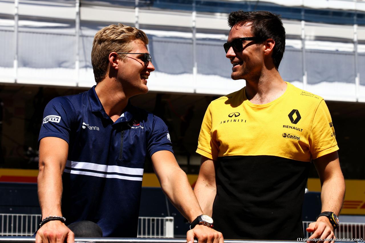 GP SPAGNA, (L to R): Marcus Ericsson (SWE) Sauber F1 Team e Jolyon Palmer (GBR) Renault Sport F1 Team on the drivers parade. 14.05.2017.