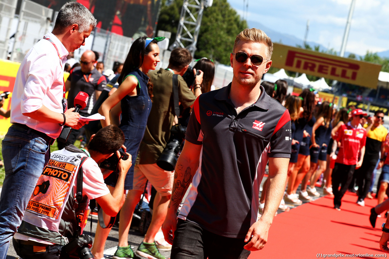 GP SPAGNA, Kevin Magnussen (DEN) Haas F1 Team on the drivers parade. 14.05.2017.