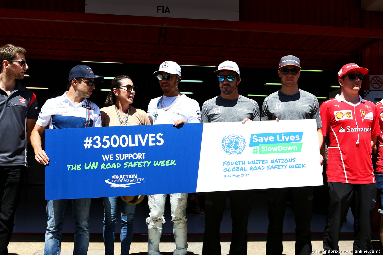 GP SPAGNA, Drivers support UN Road Safety Week with Michelle Yeoh (MAL). 14.05.2017.