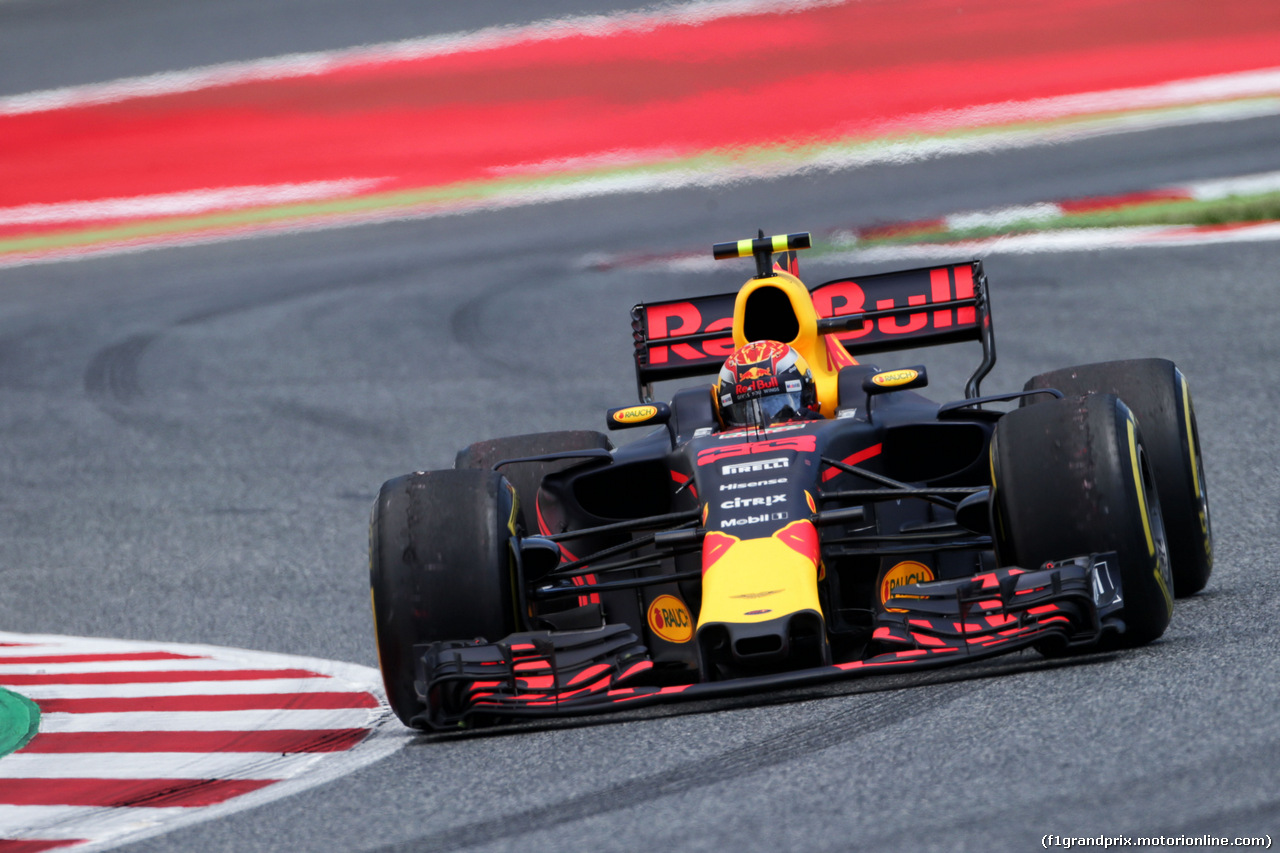 GP SPAGNA, Max Verstappen (NLD) Red Bull Racing RB13 with damage at the partenza of the race. 14.05.2017.
