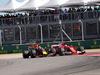 GP STATI UNITI, 22.10.2017 - Gara, Daniel Ricciardo (AUS) Red Bull Racing RB13 e Kimi Raikkonen (FIN) Ferrari SF70H