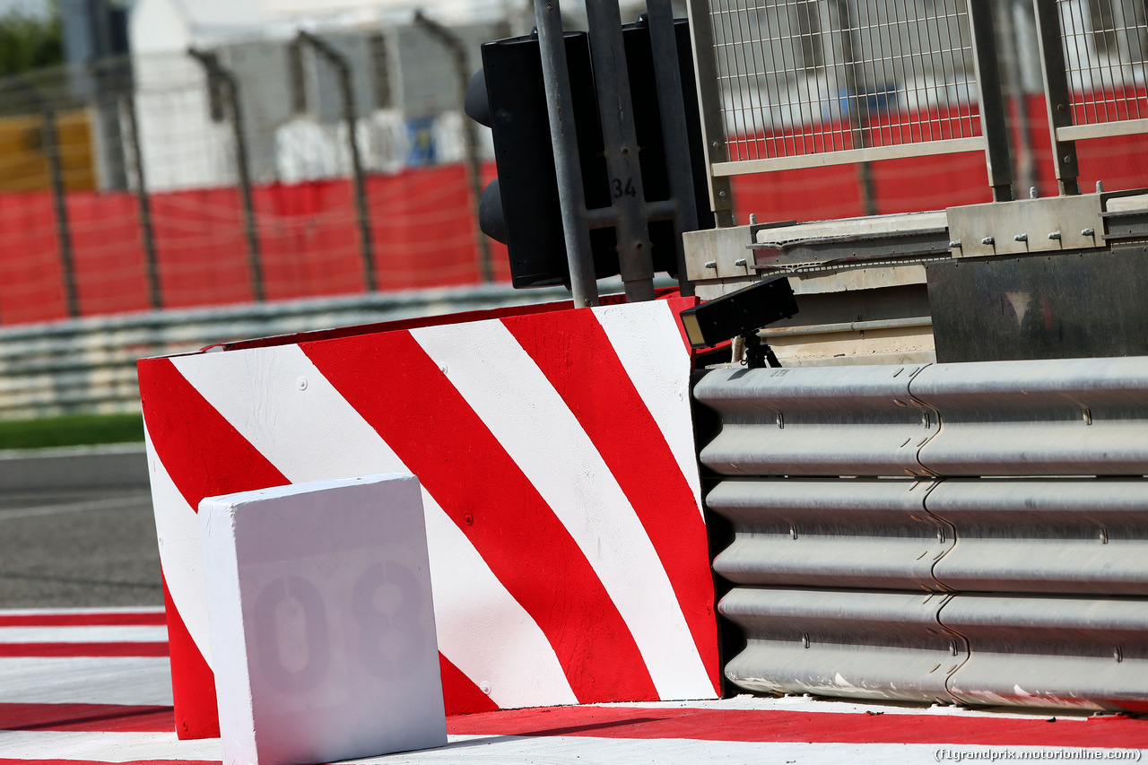 TEST F1 BAHRAIN 19 APRILE, Sensor at the pit lane entry. 19.04.2017.