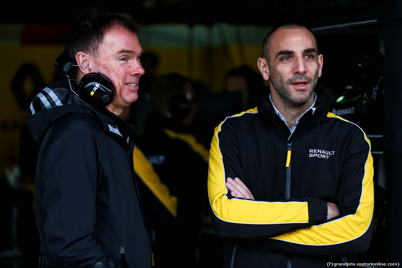 TEST F1 BARCELLONA 8 MARZO, (L to R): Alan Permane (GBR) Renault Sport F1 Team Trackside Operations Director with Cyril Abiteboul (FRA) Renault Sport F1 Managing Director. 08.03.2017.