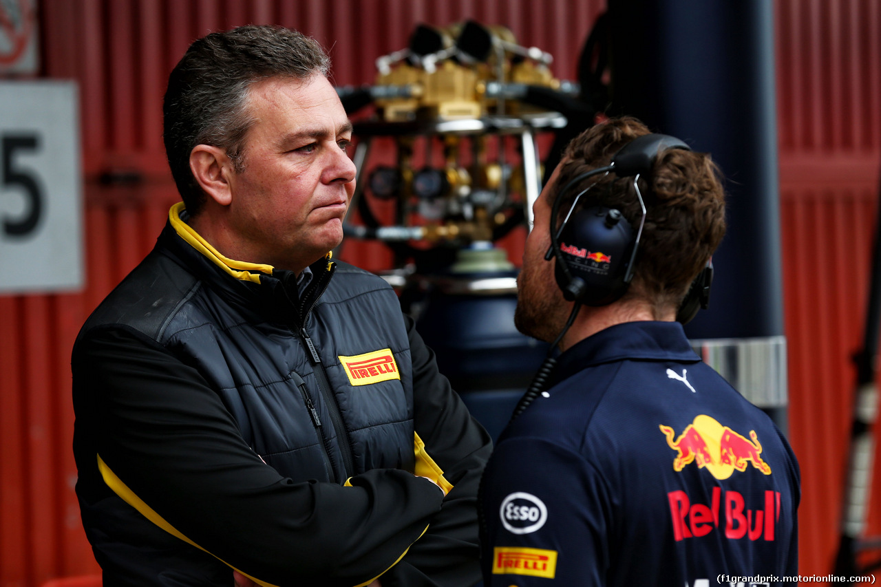 TEST F1 BARCELLONA 8 MARZO, (L to R): Mario Isola (ITA) Pirelli Racing Manager with Christian Horner (GBR) Red Bull Racing Team Principal. 08.03.2017.