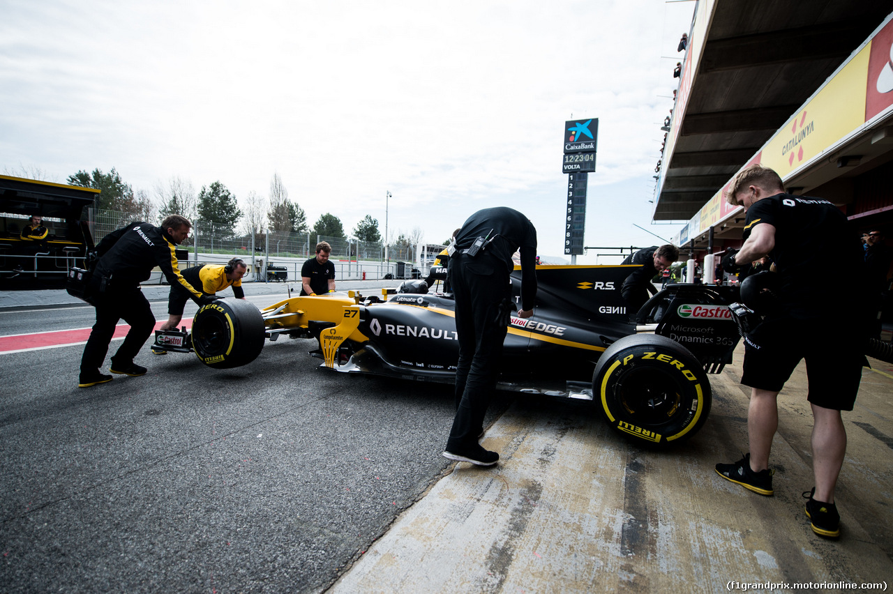 TEST F1 BARCELLONA 8 MARZO, Nico Hulkenberg (GER) Renault Sport F1 Team RS17 pushed back by meccanici in the pits. 08.03.2017.