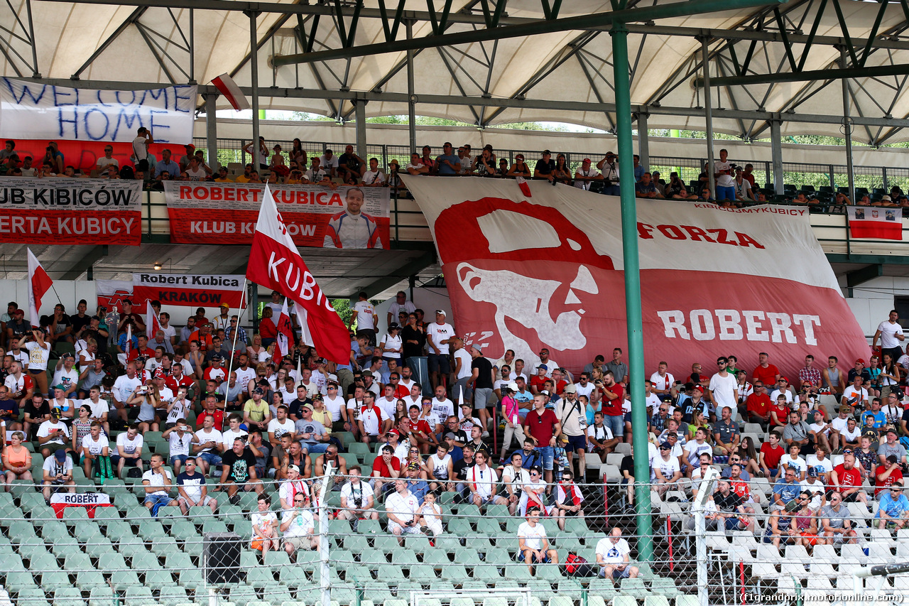 TEST F1 BUDAPEST 02 AGOSTO, Fans of Robert Kubica (POL) Renault Sport F1 Team Test Driver in the grandstand. 02.08.2017.