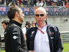 GP CINA, 15.04.2018- Starting grid, Cyril Abiteboul (FRA) Renault Sport F1 Managing Director  with Helmut Marko (AUT), Red Bull Racing, Red Bull Advisor