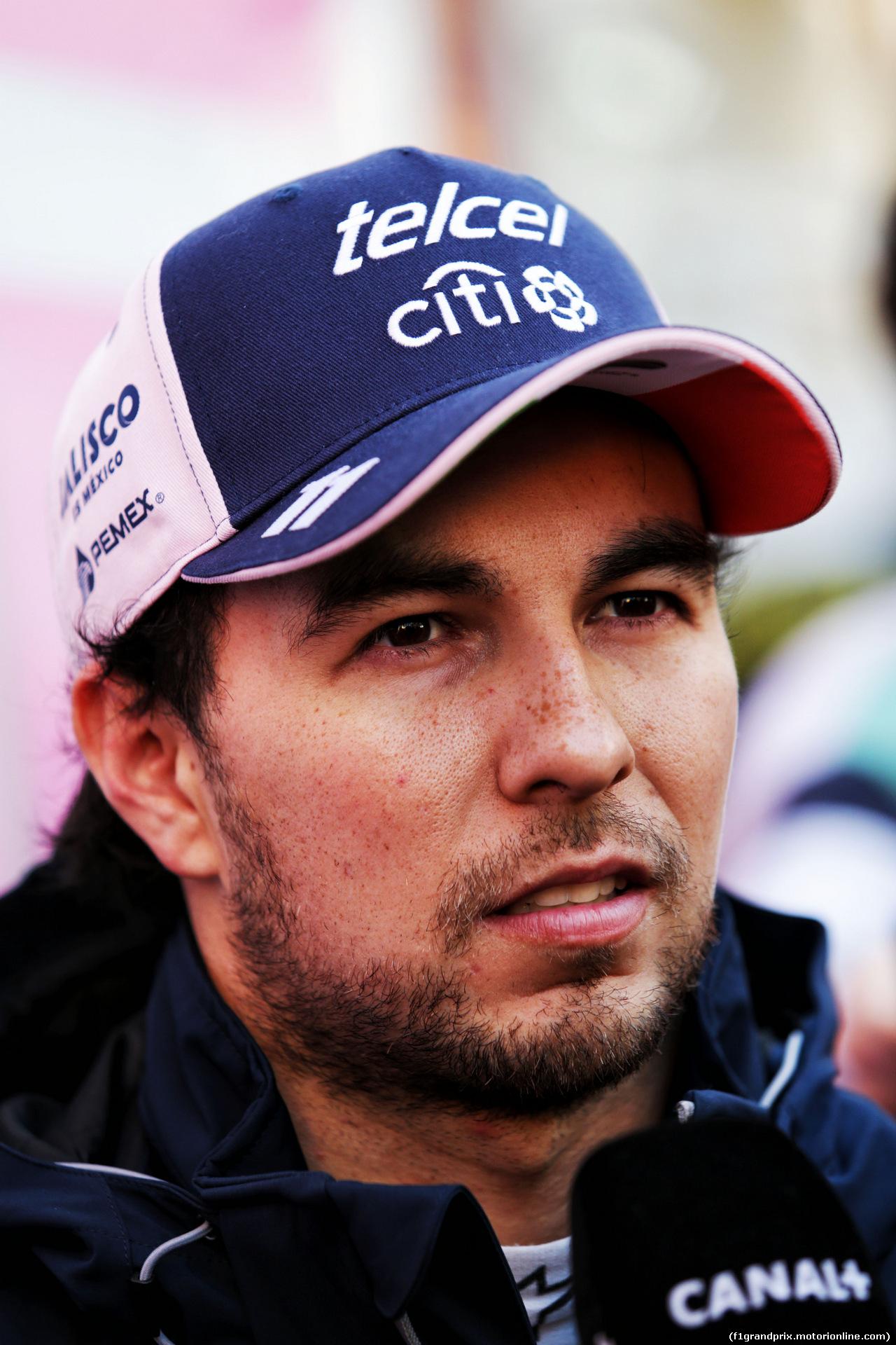 TEST F1 BARCELLONA 8 MARZO, Sergio Perez (MEX) Sahara Force India F1 with the media. 06.03.2018.