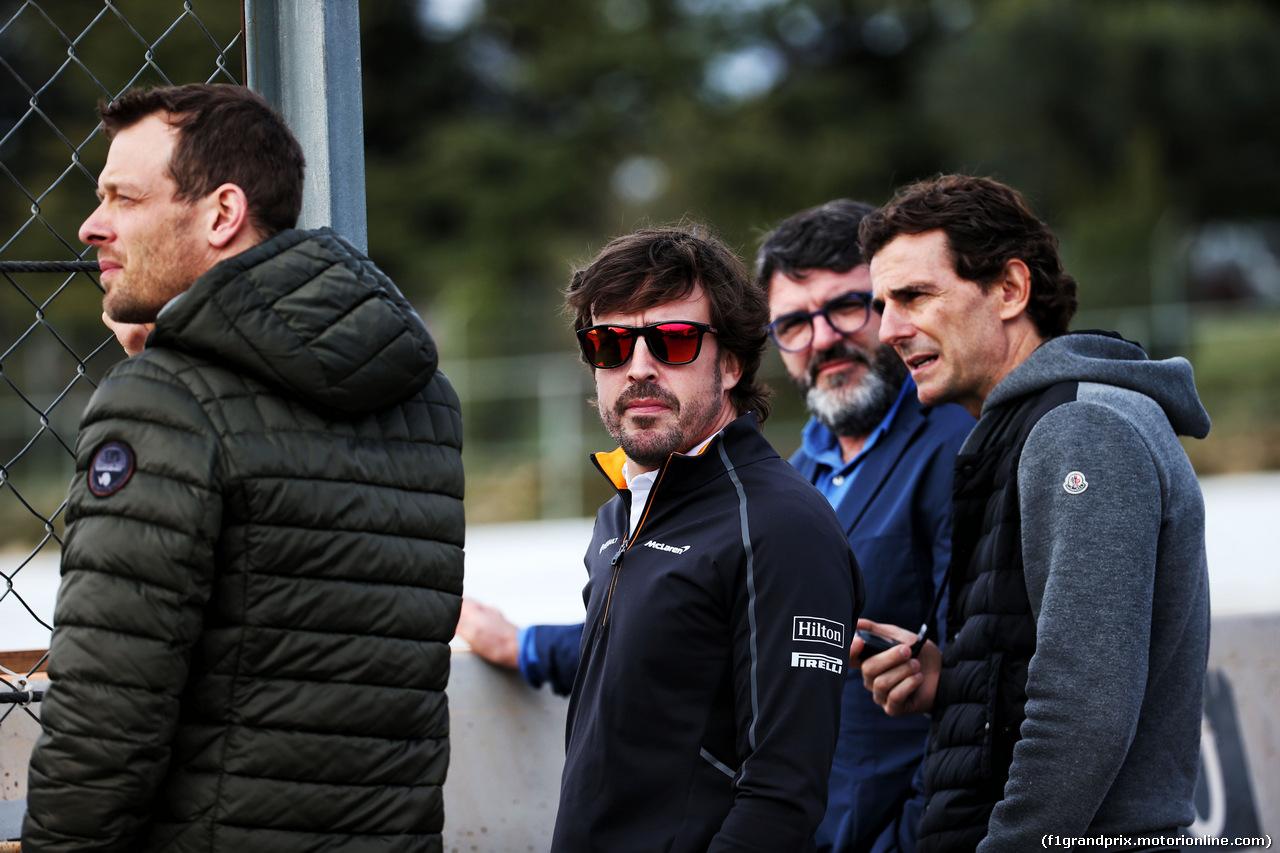 TEST F1 BARCELLONA 8 MARZO, (L to R): Alex Wurz (AUT) Williams Driver Mentor; Fernando Alonso (ESP) McLaren; Luis Garcia Abad (ESP) Driver Manager; e Pedro De La Rosa (ESP). 08.03.2018.