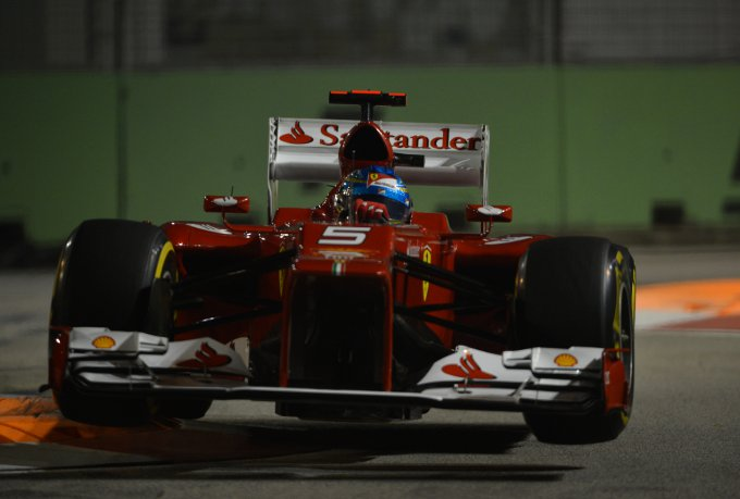 alonso-sui-cordoli-gp-singapore-2012
