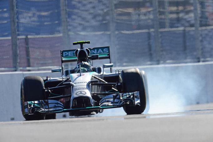 """Ferrari e Red Bull: """"Mercedes non vuole modificare il congelamento dei motori"""""""