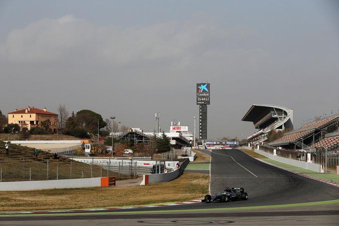 Test Barcellona – Attesa per il nuovo muso Mercedes, ma Hamilton resta in borghese