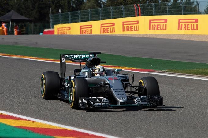Spa, penalità motore per Hamilton: