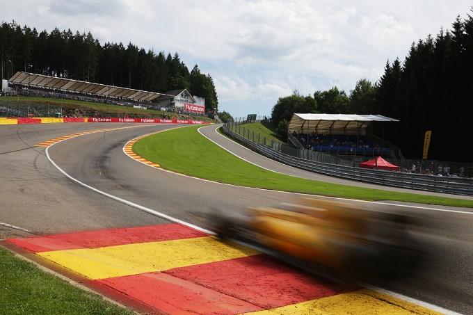 Brutto incidente anche per Magnussen, distrutta la sua Renault
