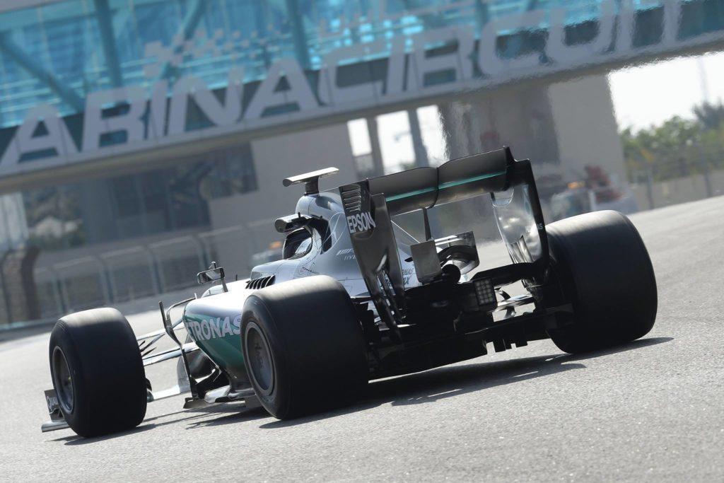 Test Pirelli, Hamilton lascia il sedile a Wehrlein per un malessere fisico