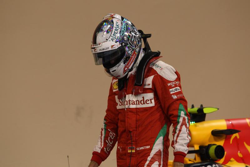Pole di Hamilton: inizia la caccia a Rosberg