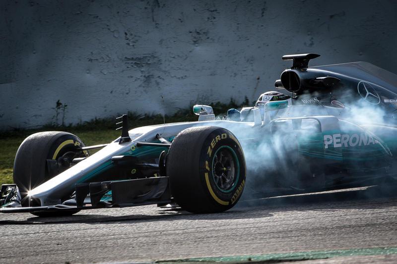 F1 2017: Raikkonen e Ferrari contro le barriere nei test di Catalunya