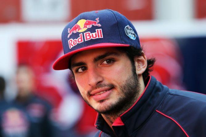 """F1, Sainz: """"La macchina 2017 sembra di un'altra categoria"""""""