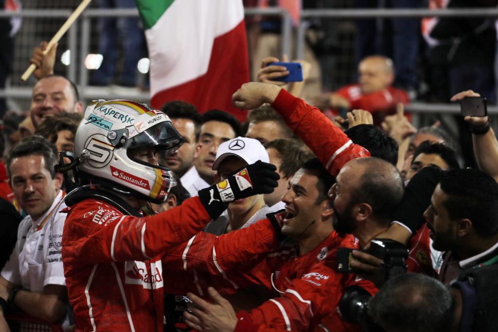 GP Bahrain – Che Ferrari! Vettel sul tappeto volante, la Mercedes adesso ha davvero paura [VIDEO]
