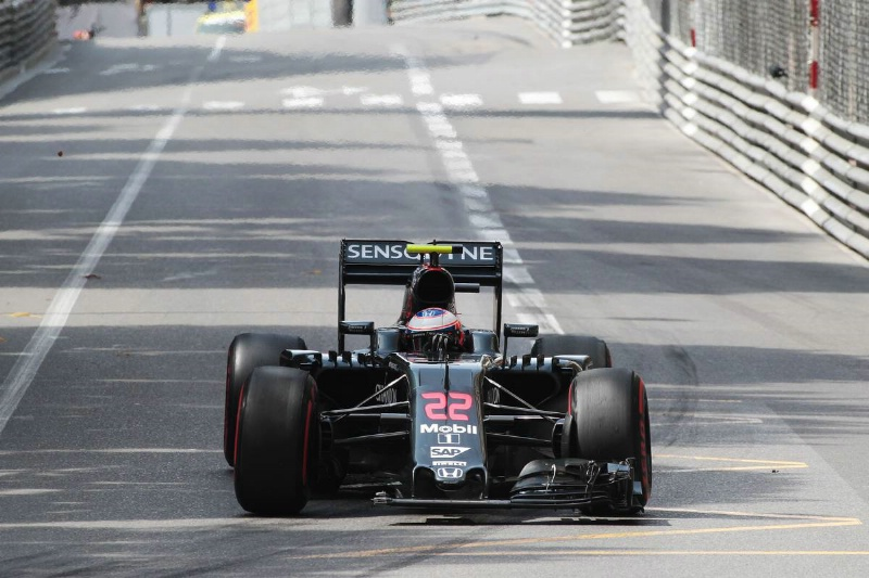Button torna in pista,sorpreso da Alonso
