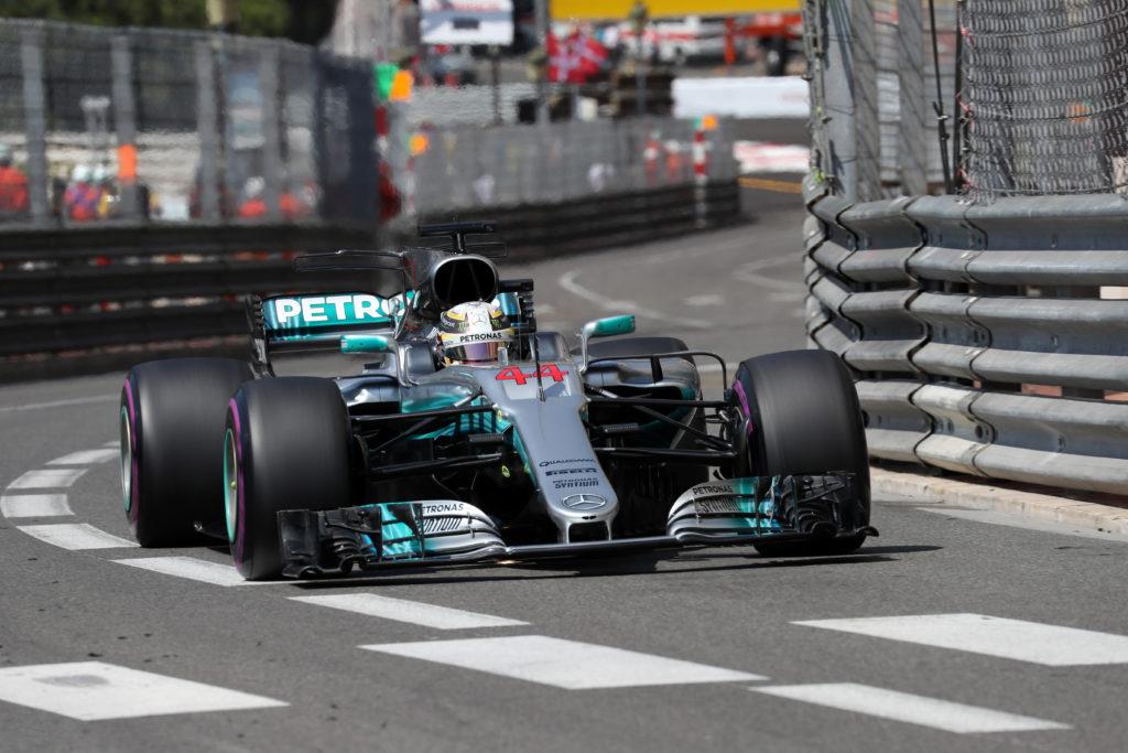 Monaco, prima fila tutta Ferrari con Raikkonen e Vettel. Hamilton solo 14esimo