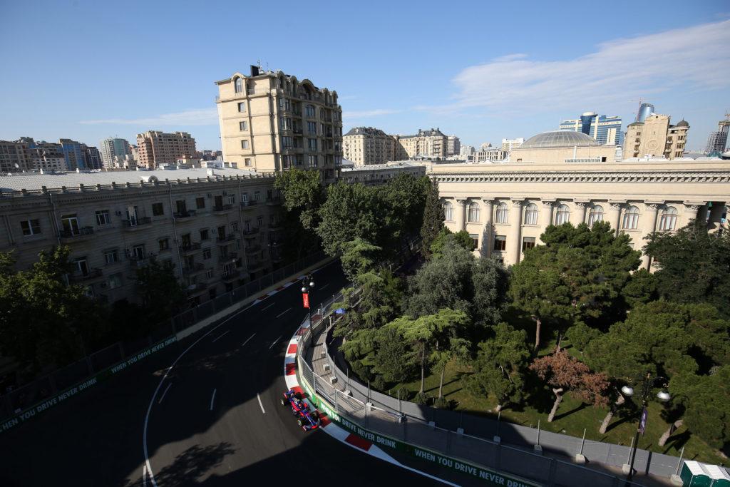 F1, GP Azerbaijan 2017, FP2: Verstappen al top