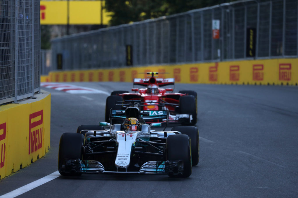 Formula 1, GP Azerbaijan: Hamilton show a Baku