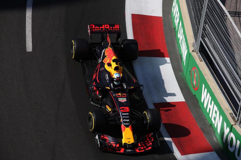 F1 GP Azerbaijan: Vince Ricciardo, Bottas limita i danni per la Mercedes, Stroll sul podio