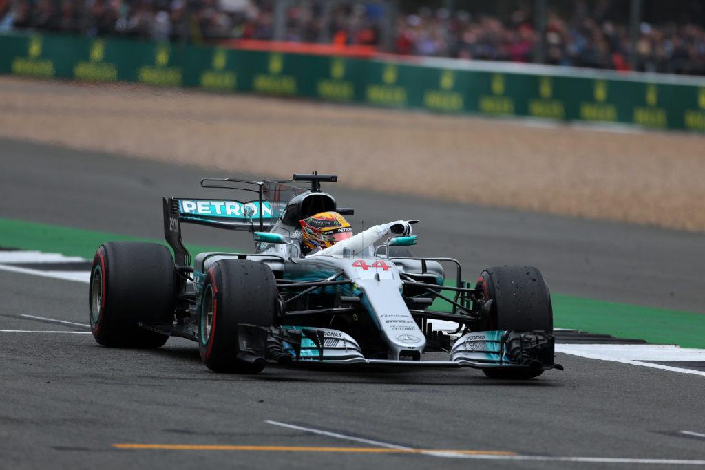 F1 GP Gran Bretagna, Prove Libere 3: Hamilton davanti, ma Vettel è lì