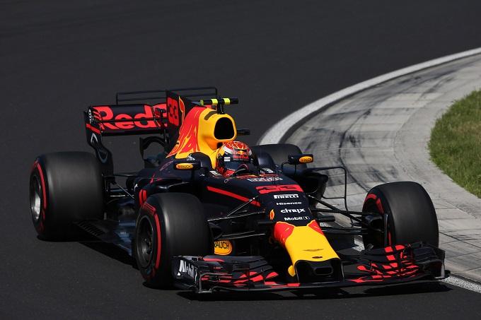 In Ungheria domina la Ferrari, Ricciardo furioso su Verstappen