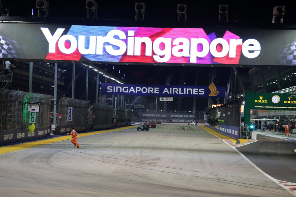 Vettel in pole a Singapore