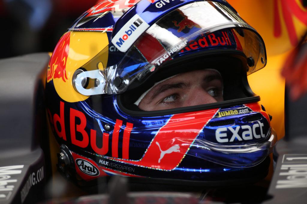 F1 Singapore, sfrecciano le Red Bull. Poi le Mercedes. Ferrari in difesa