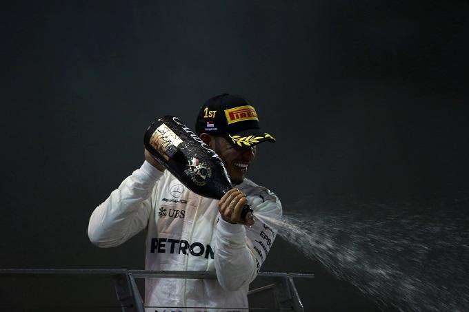 F1, Vettel beffa Ricciardo: