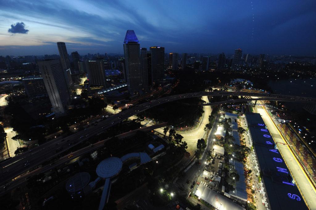 F1 | Il GP di Singapore festeggia 10 anni con un cartello molto particolare