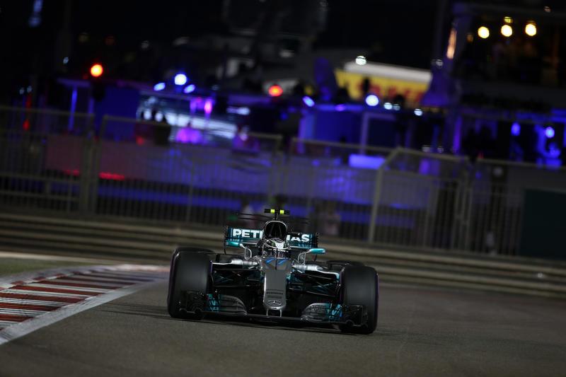 F1 GP Abu Dhabi, Qualifiche: Pole di Bottas, prima fila tutta Mercedes