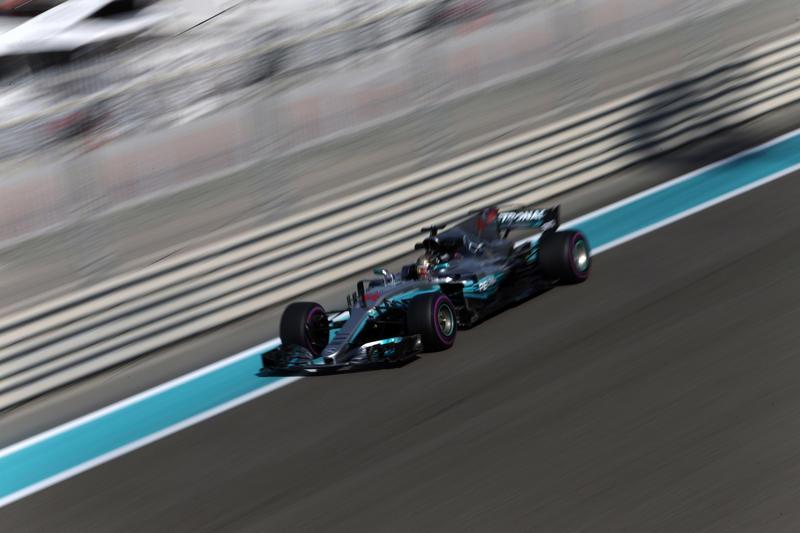 F1 GP Abu Dhabi, Prove Libere 3: Mercedes davanti, Hamilton detta il passo