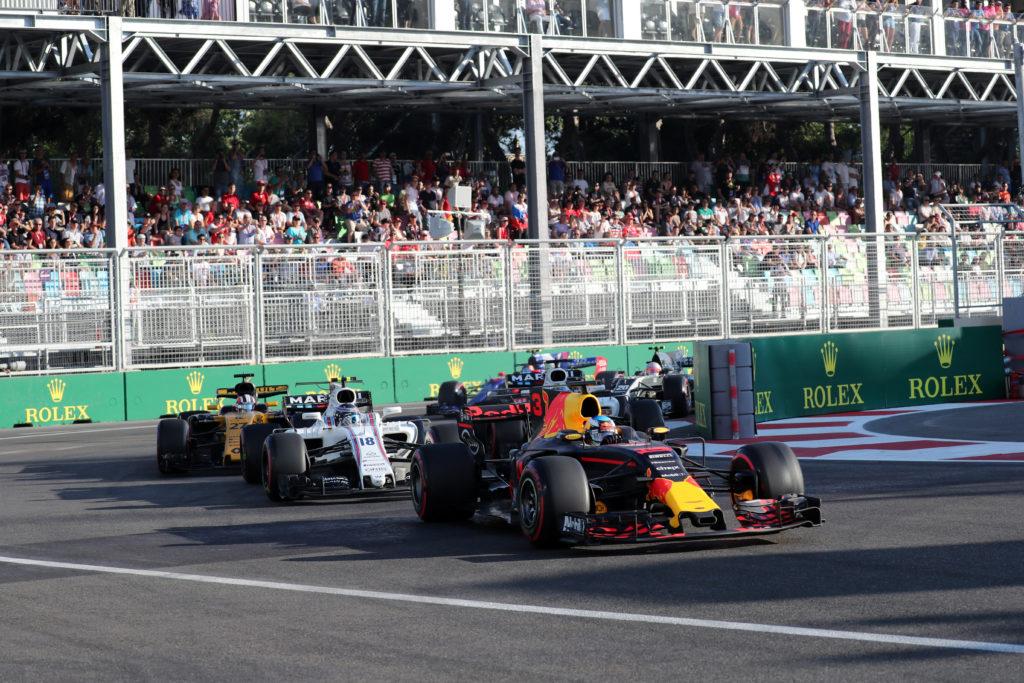 F1 | Il triplo sorpasso di Ricciardo a Baku premiato come il migliore del 2017
