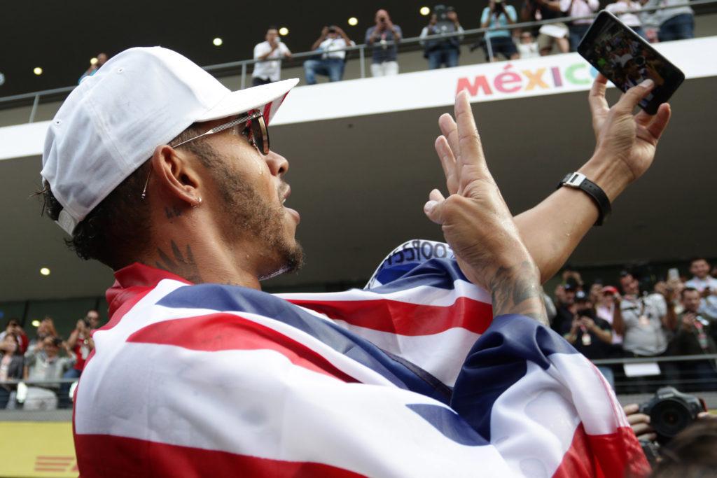 F1 | Hamilton, compleanno lontano dai riflettori: prosegue il digiuno social
